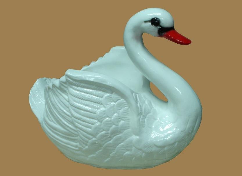 Сделать лебедя для сада из гипса своими руками 937